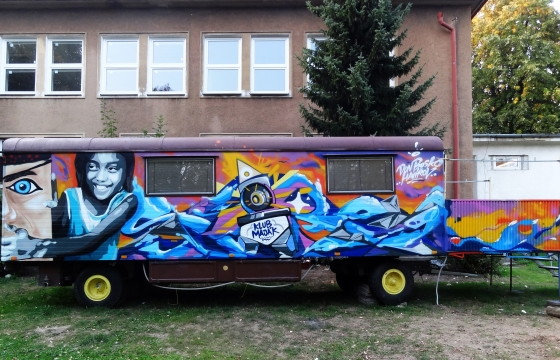graffiti karavan design