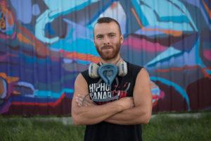 200 metrů dlouhý plot se změnil v otevřenou graffiti galerii