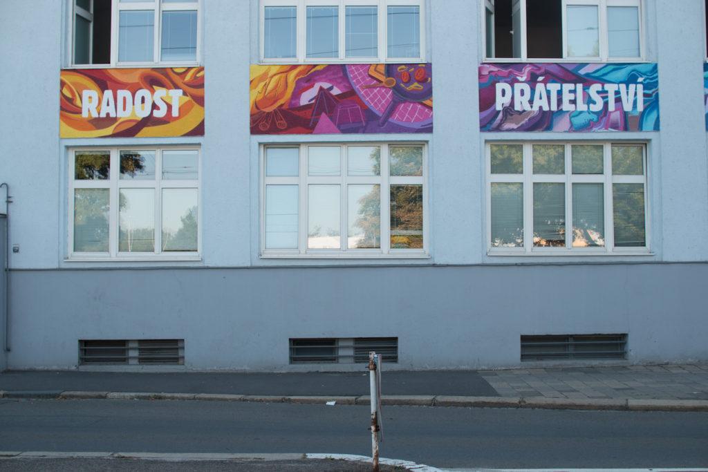 originalni-graffiti-fasada